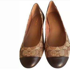 Authentic Coach Brown leather top flats. Size 10.